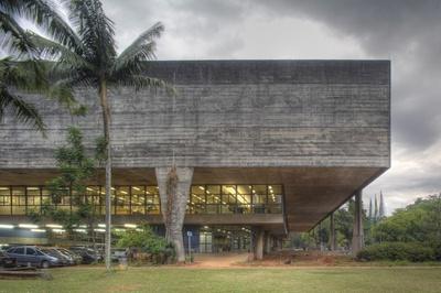 Vilanova Artigas, Institutsgebäude der Architekturfakultät FAU an der Staatsuniversität USP Universidade de São Paulo, 1961–65 (gem. mit Carlos Cascaldi)