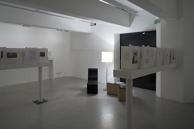 """Blick in die Ausstellung """"Friedrich Kiesler: Ausstellung als Wahrnehmungsapparat"""""""