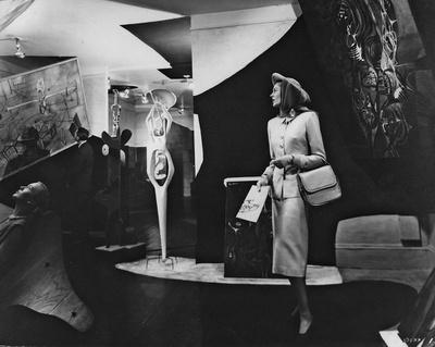 """Innenansicht der Ausstellung """"Bloodflames"""", 1947"""