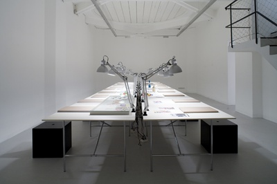 """Blick in die Ausstellung """"Karl Wutt: Stile von Gegenden und Gegenständen"""""""