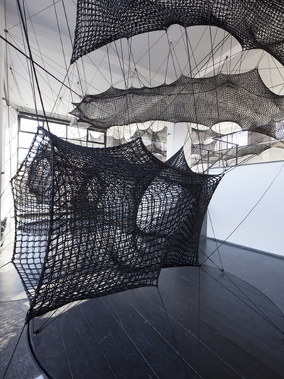 """Blick in die Ausstellung """"Numen/For Use: Out of Balance"""" im aut"""