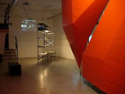 """Blick in die Ausstellung """"Rainer Pirker: architeXtures"""" im aut"""