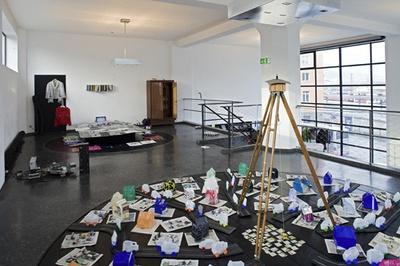 """Blick in die Ausstellung """"Thomas Eisl: Von Haus aus"""""""