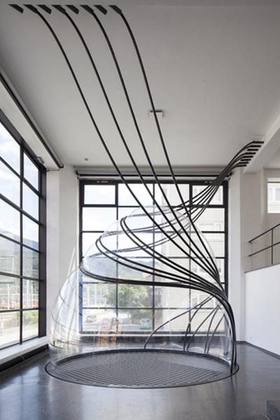 """Blick in die Ausstellung """"Splined Spheres"""" im aut"""