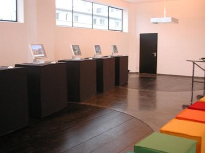 """Blick in die Ausstellung """"ZV Bauherrenpreis 2005"""" im aut"""