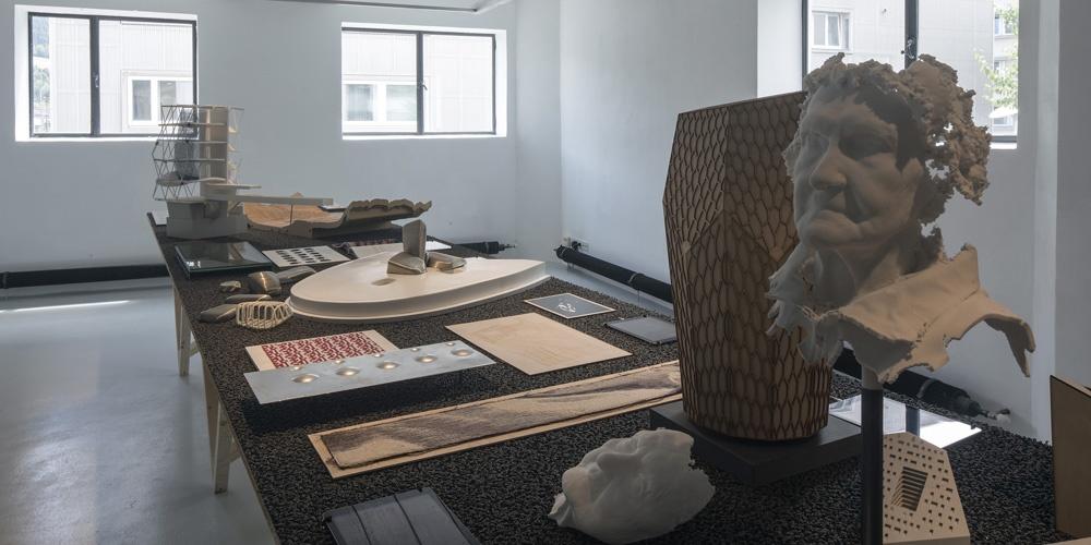 """Blick in die Ausstellung """"Snøhetta: Relations"""""""