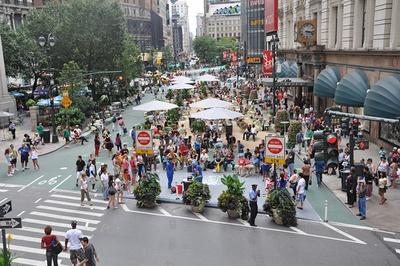 Herald Square, New York City, nach der Transformation durch Gehl Architects