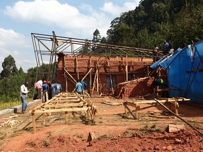 Bau eines Versammlungsgebäudes, Mdabulo/Tansania