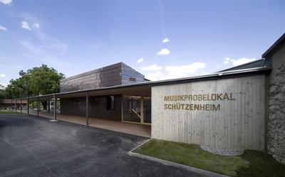 Musikprobelokal und Schützenheim Natters mit Veranstaltungsplatz