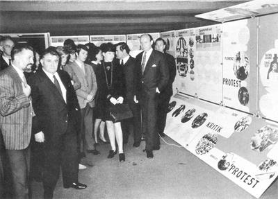 """Günther Feuerstein mit LH Eduard Wallnöfer bei der Eröffnung der Ausstellung """"Hochschulen - Planen - Bauen"""" im Bauzentrum Innsbruck, 1969"""